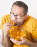 Man eating potato chips Royalty Free Stock Photography