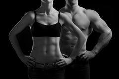 Man en een vrouw in de gymnastiek stock fotografie