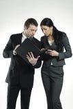 Man en vrouw die bedrijfsportefeuille bekijken Royalty-vrije Stock Afbeeldingen