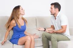 Man en vrouw die een argument hebben Royalty-vrije Stock Afbeeldingen