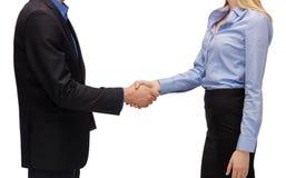 Man en vrouw die hun handen schudden royalty-vrije stock afbeelding