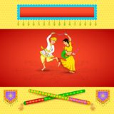 Man en vrouw die op Dandiya-nacht dansen Royalty-vrije Stock Afbeeldingen