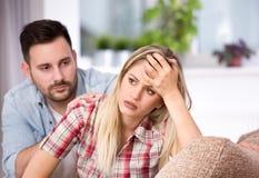 Man en vrouw die problemen in verhouding hebben royalty-vrije stock fotografie