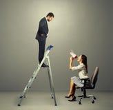 Man en vrouw met megafoon Stock Foto