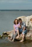 Man en vrouw op het strand Royalty-vrije Stock Afbeelding