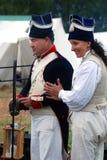 Man en vrouwenreenactors in Borodino vechten het historische weer invoeren in Rusland Stock Afbeeldingen