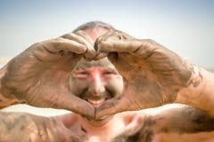 Man enjoying mud from Dead Sea, Israel Stock Photography