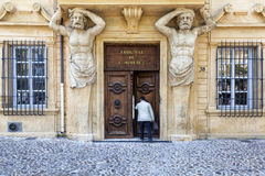 Man enters the commercial court in Aix en Provence Stock Photography