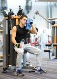 Man exercising on gym machine Stock Photography