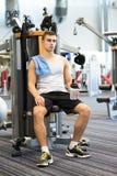 Man exercising on gym machine Royalty Free Stock Photography