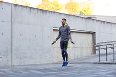 Man exercising with jump-rope outdoors Royalty Free Stock Photography