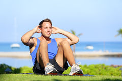 Man exercising sit-ups outside Royalty Free Stock Images