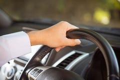 man för bilkörning Fotografering för Bildbyråer