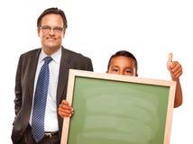 man för holding för blank brädepojkekrita latinamerikansk Arkivfoto