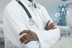 Man för medicinsk doktor för afrikansk amerikan med medicinska symboler Royaltyfri Fotografi