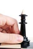 man för schackholdingkonung Royaltyfri Bild