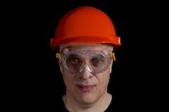 Man för tekniker eller för manuell arbetare i säkerhetshardhat Royaltyfria Bilder