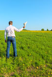 Man   in the field with papers Royalty Free Stock Photos