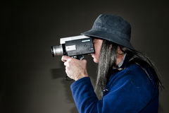 Man filming with vintage movie camera Royalty Free Stock Photos