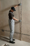 Man fixes a guide to align the walls with stucco Stock Images