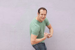 Man flexing his muscles Royalty Free Stock Photos