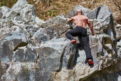 Man free climbing Royalty Free Stock Photography