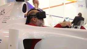 Man genom att använda den auto simulatorn med faktiska exponeringsglas i modig mitt lager videofilmer
