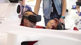 Man genom att använda den auto simulatorn med faktiska exponeringsglas i modig mitt arkivfilmer