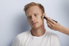 Man gezichts kosmetische behandeling. royalty-vrije stock afbeeldingen