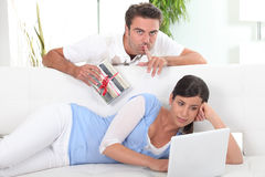 Man with a gift for his girlfriend Royalty Free Stock Image