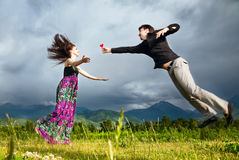 Man gifting heart to his girlfriend Royalty Free Stock Images