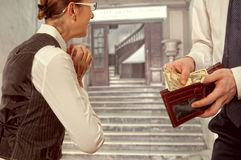 Man gives a woman the money Royalty Free Stock Photos