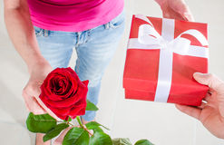 Man giving a rose and a gift to a woman Royalty Free Stock Photos