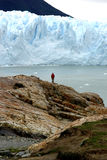 The man and the glacier Royalty Free Stock Images