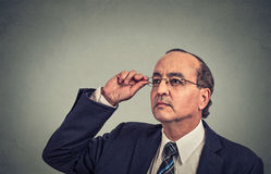 Man with glasses looking up Royalty Free Stock Photos