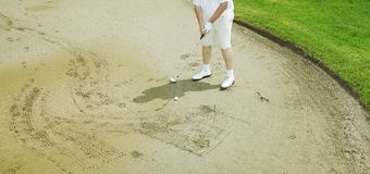 Man golfing Royalty Free Stock Images