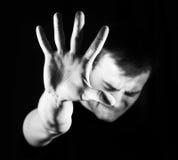 Man grabb, hipster och att göra stopptecknet som visar den mest gest rejective handen arkivbild