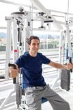 Man at the gym exercising Royalty Free Stock Images