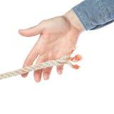 Man hand die de kabel vangt. Stock Foto's