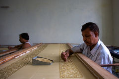 Man Hand-embroidering in a fair-trade workshop in Agra Royalty Free Stock Photos