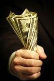 Man hand houdt dollars Royalty-vrije Stock Afbeeldingen