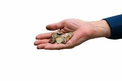 Man hand met een handvol muntstukken van een kleine metaal-achting stock fotografie