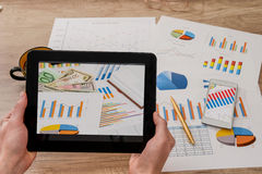 Man hands hold tablet with business graph Royalty Free Stock Photography
