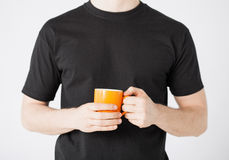 Man hands holding cup of coffee Royalty Free Stock Photography