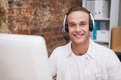 Man with headset typing on laptop Royalty Free Stock Photos