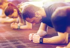 Man with heart-rate tracker exercising in gym Stock Photography