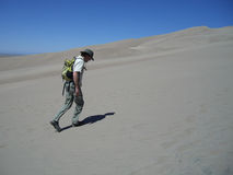 Man hiking in sand dunes Royalty Free Stock Photos