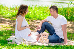 Man and his pregnant wife resting on a picnic Stock Photography