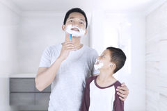 Man and his son with shaving foam Royalty Free Stock Photos