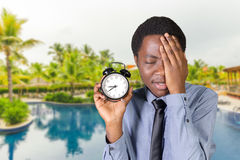 Man holding an alarm clock Royalty Free Stock Images